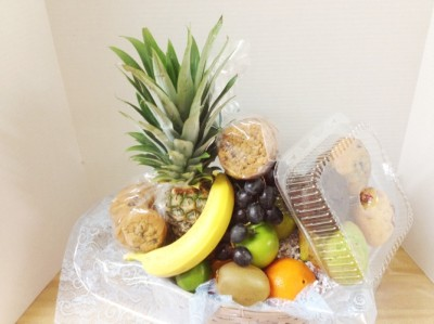 """<img src=""""image.gif"""" alt=""""This is an Unwrapped Fresh Fruit Basket"""" />"""