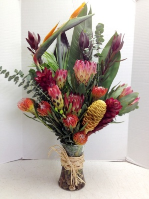 "<img src=""image.gif"" alt=""Tropical Flowers"" />"